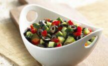 Çeşnili Zeytin Salatası Tarifi